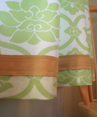 Cafe_curtains_ribbon_detail_2